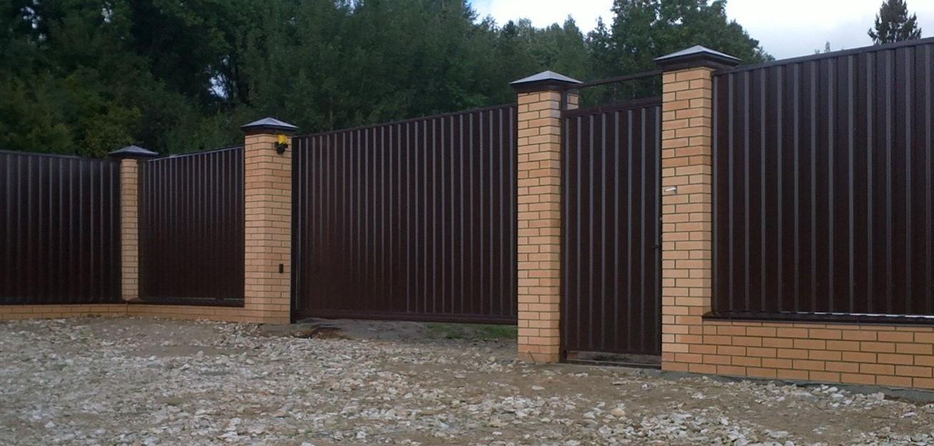 Забор из металлопрофиля фото